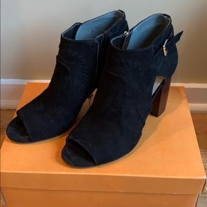 Unisa black faux suede open toe booties